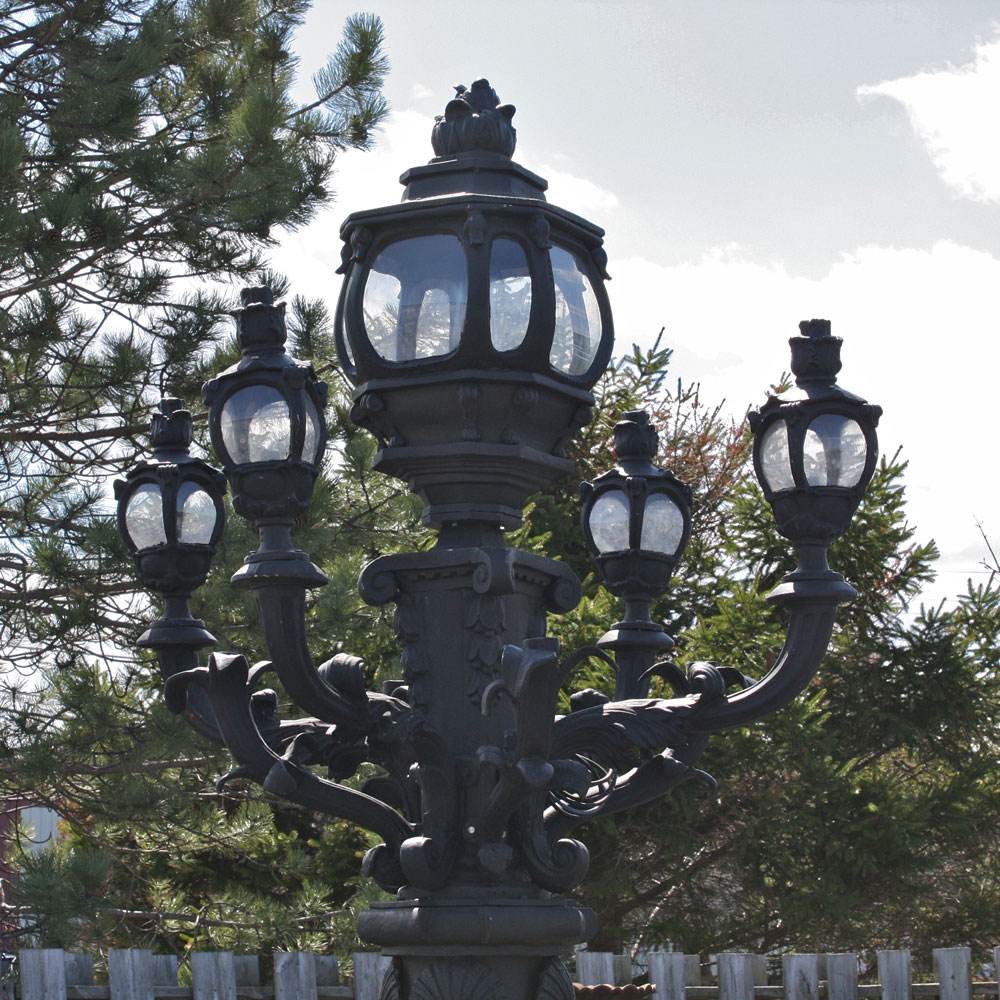 Alex Pedestal Light: Seine Alexander Bridge Angel Lamp Post